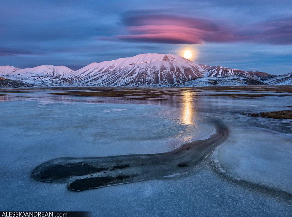 Castelluccio di Norcia Lenticolare e Luna